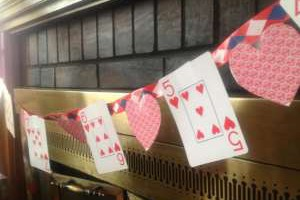 Valentine's Day craft for kids: card banner