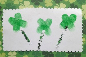 St Patrick's Day Craft: Lucky Fingerprint Clovers