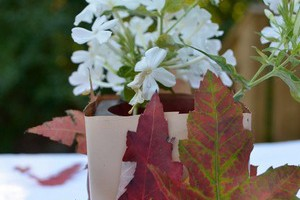 Easy fall craft for kids: Leaves Bouquet Holder