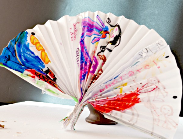 Looking for a fun and easy indoor craft idea? Make this adorable decorative fan paper craft for kids! All you need are two supplies and an imagination!