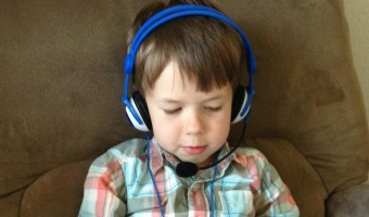 Looking for a great headset for kids that's durable, stylish, comfortable AND affordable? Check out our Kidz Gear Headset Wired Headphones review!