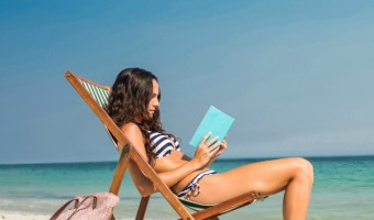 Want a fun & cheap way to get more books for you and your friends? Host a beach reads book swap party! Check out our tips to make it an awesome event!