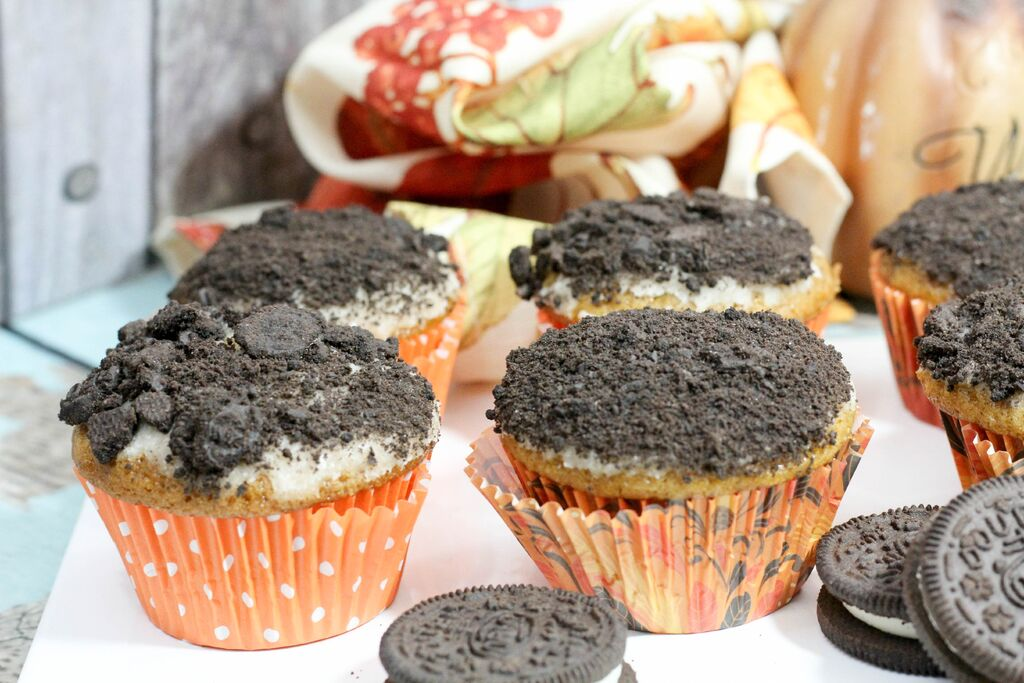 Pumpkin Muffins with Crushed Oreo Topping | My Kids Guide