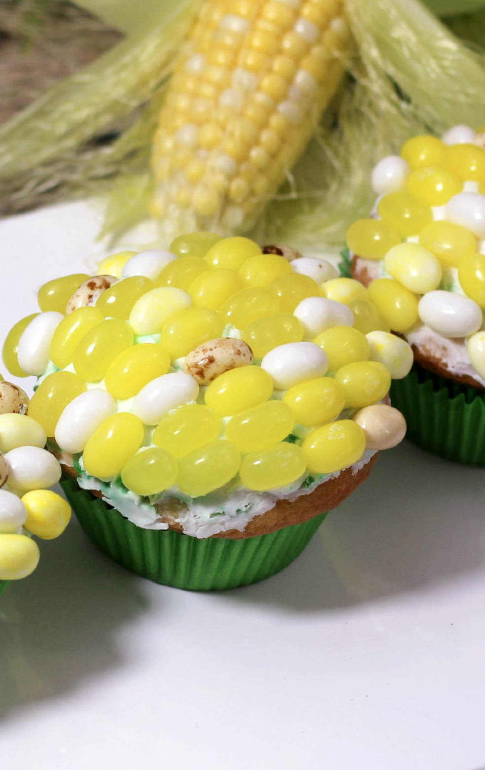 Feeling WICKED? Give your runners a taste of sweet freedom with these deceptively delicious Maze Runner Cupcakes that look like corn on the cob!