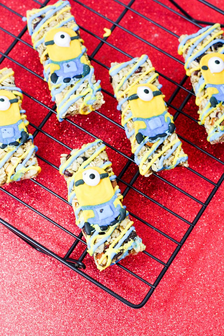 Need a great snack to fuel those intense study sessions? Check out our super cute Minion Granola Bar recipe! It's tasty, healthy and fun! Check it out!