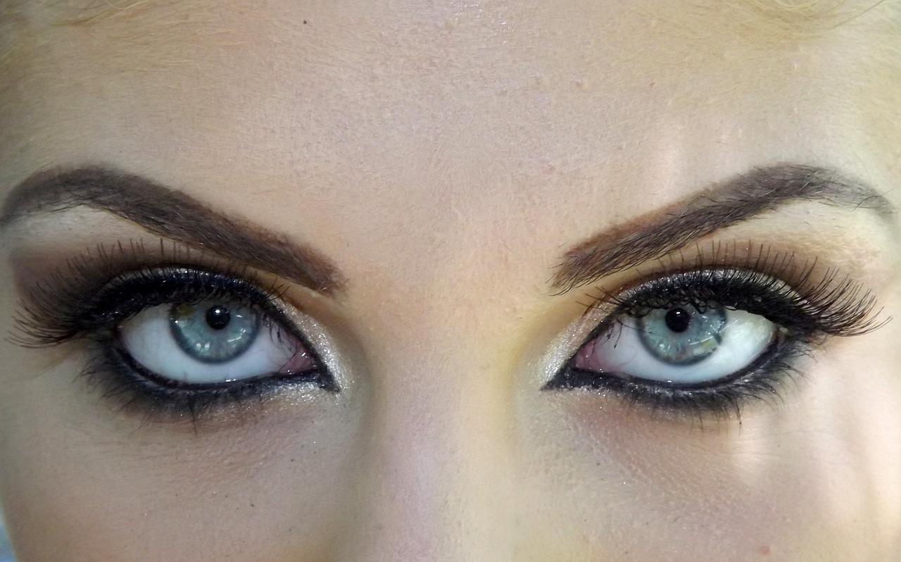 Best Fall 2015 Makeup Trends Cat Eyes