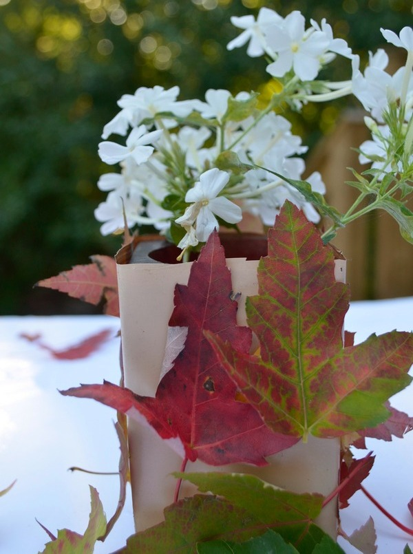 Natural foliage decorations are a great way to rock your outdoor fall party!