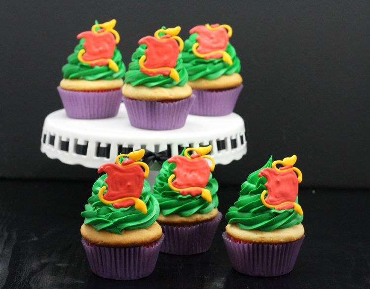 These Descendants-inspiredcupcakes will be a great hit for your upcoming Christmas party or sleepover party. Make ahead or together with your friends!