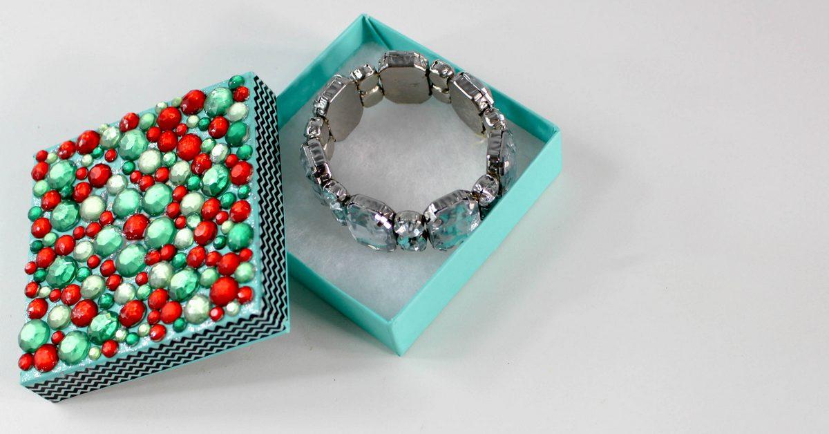 Cheap Teen Gift Ideas: DIY Holiday Gift Box